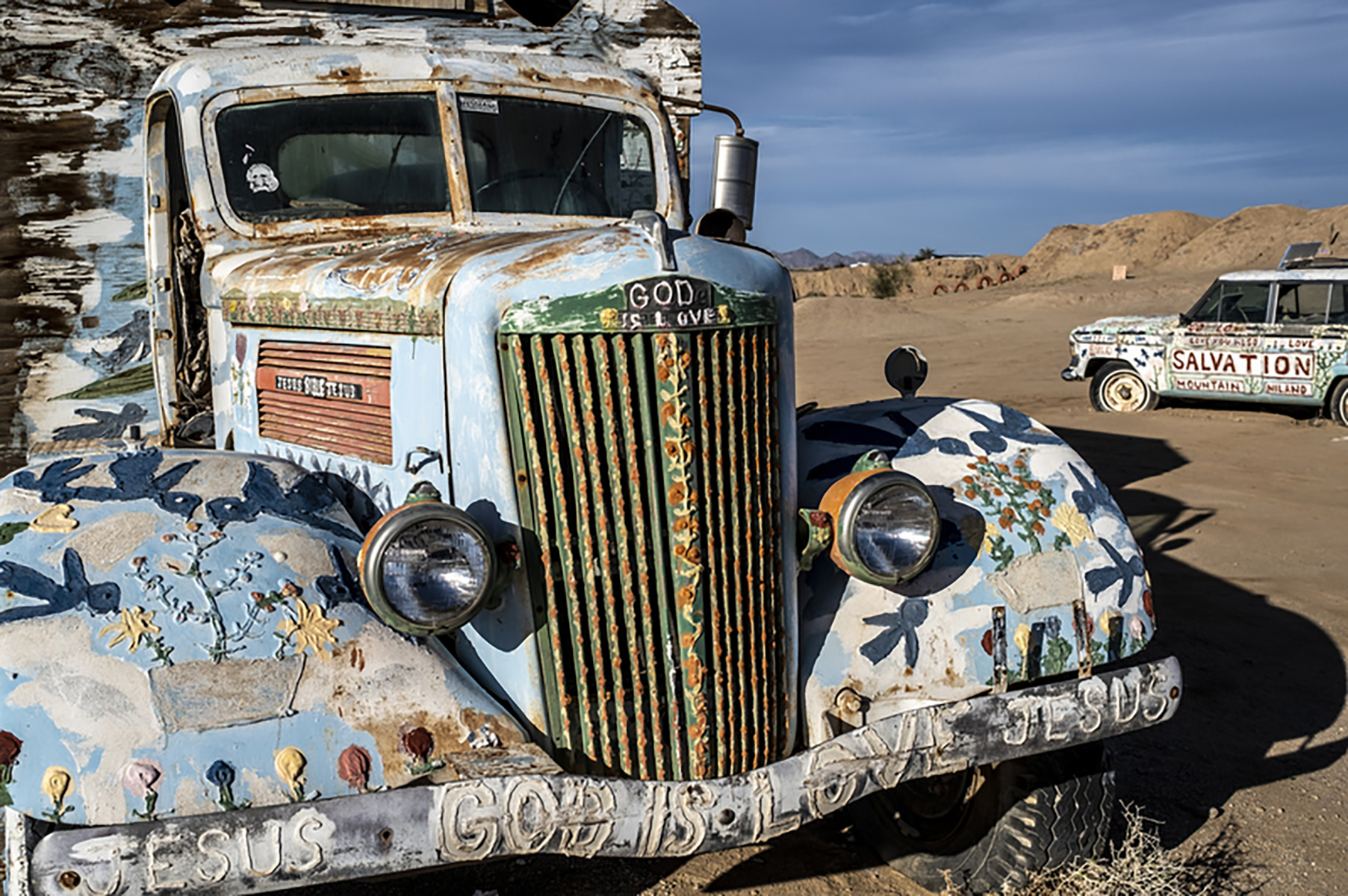 TruckwithspiritualmessagesatSalvationMountain
